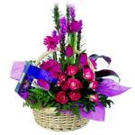 çikolata ve sepette çiçek   Edirne çiçekçiler