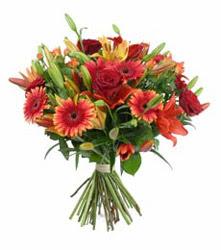 Edirne çiçek siparişi vermek  3 adet kirmizi gül ve karisik kir çiçekleri demeti