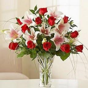 Edirne çiçek satışı  12 adet kırmızı gül 1 dal kazablanka çiçeği