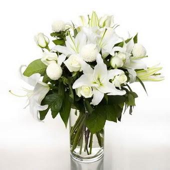 Edirne çiçekçiler  1 dal cazablanca 7 adet beyaz gül vazosu
