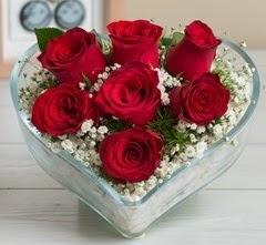 Kalp içerisinde 7 adet kırmızı gül  Edirne çiçekçiler