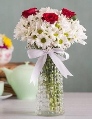 Papatya Ve Güllerin Uyumu camda  Edirne çiçekçiler
